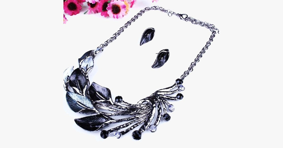 Charming Peacock Necklace – Stuff That You Can Strut!