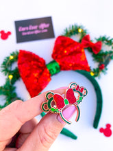 Load image into Gallery viewer, Christmas Wreath Pin