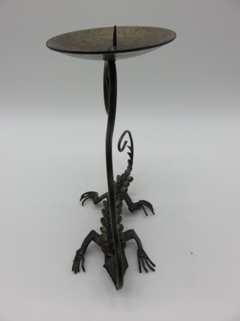 Lizzard<br><span style='font-size:75%'>Candle Holder<br>9.45 x 8.30 x 3.90'', 0.90 lbs</span>