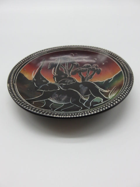 Painted Bowl (medium)<br><span style='font-size:75%'>Hand Carved Soapstone<br>0.78 x 5.90'', 0.48 lbs</span>
