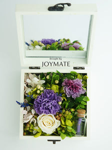 Preserved Flower Gift Box - Messager | JOYMATE Everyone has something important to say.  Special words that are said to special people on special occasions.  How about stop typing, put down the smart phone and send this adorable Messager box with flowers that never wither.