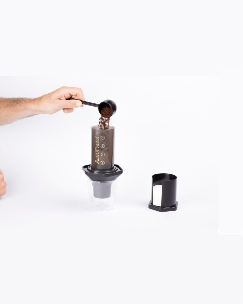 A demonstration picture of the standard brewing method using the Aeropress