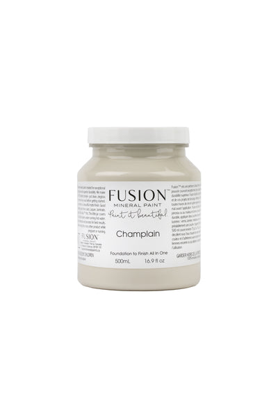 A pint (500 ml) container of Champlain Fusion Mineral Paint.