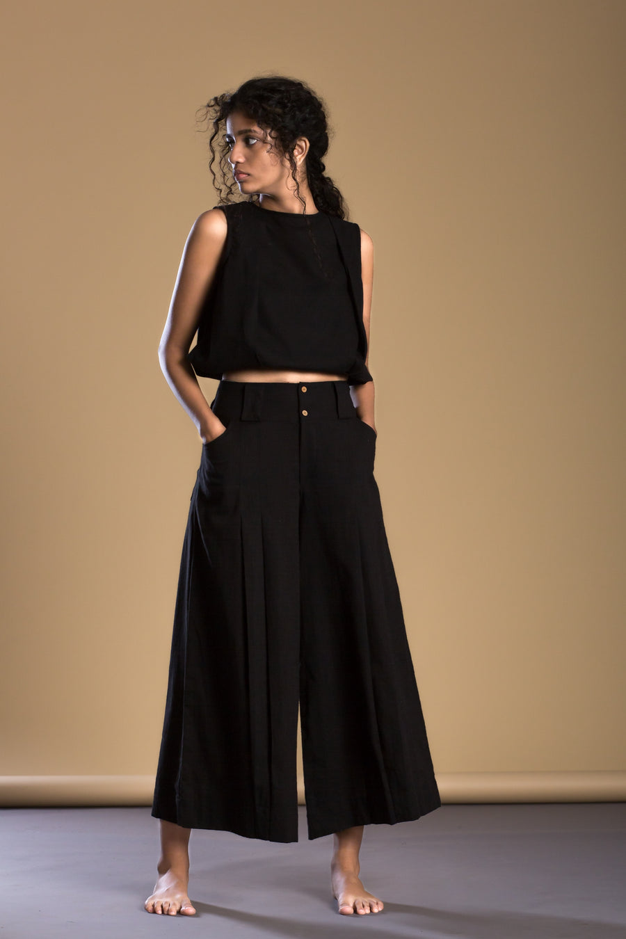 Black pleated parallel pants