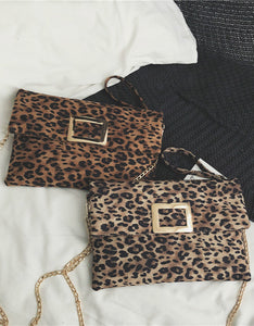 leopard printed metal rectangle hasp shoulder bag