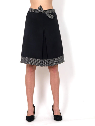 Black skirt A cut above knee length.