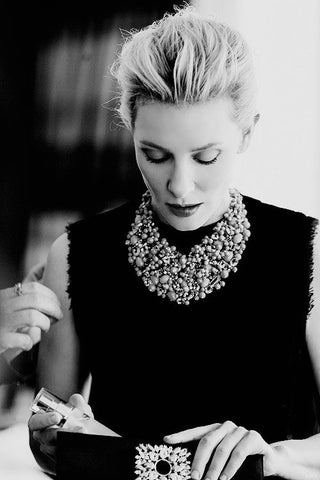 Crew Neck with Becklace - Cate Blanchett