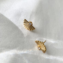 Load image into Gallery viewer, Daisy Studs - Namaste Jewelry Canada