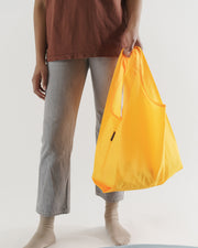 Standard_Baggu_Ripstop_Electric_Saffron_03_Simple_Beautiful_Things