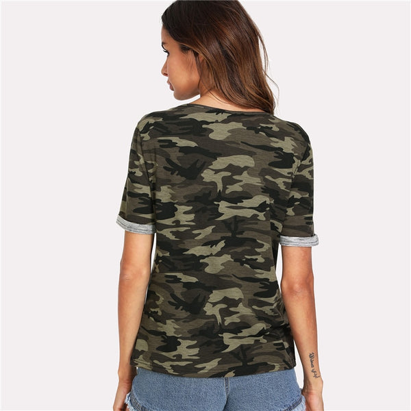 This short sleeve t-shirt features an all-over camouflage print. Wear this with your favourite skinny jeans and boots for an effortless look.