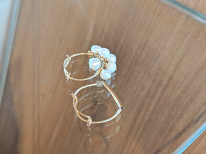 Gold wire rings: gold bar and pearls