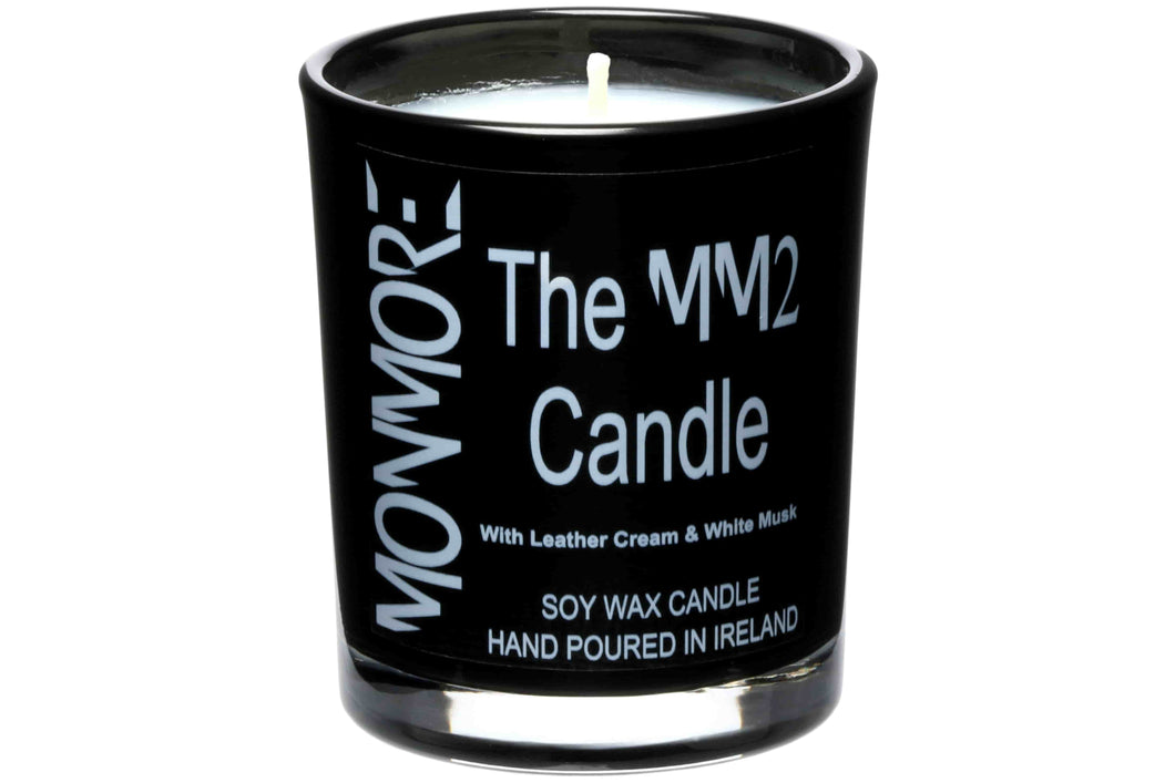 The MM2 Candle with Leather Cream & White Musk for men contains a rich blend of leather hide illuminated with hints of bright Amber and depths of labdanum and white musk.