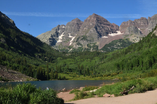 Trail view of Maroon Lake at Maroon Bells in Aspen, Colorado