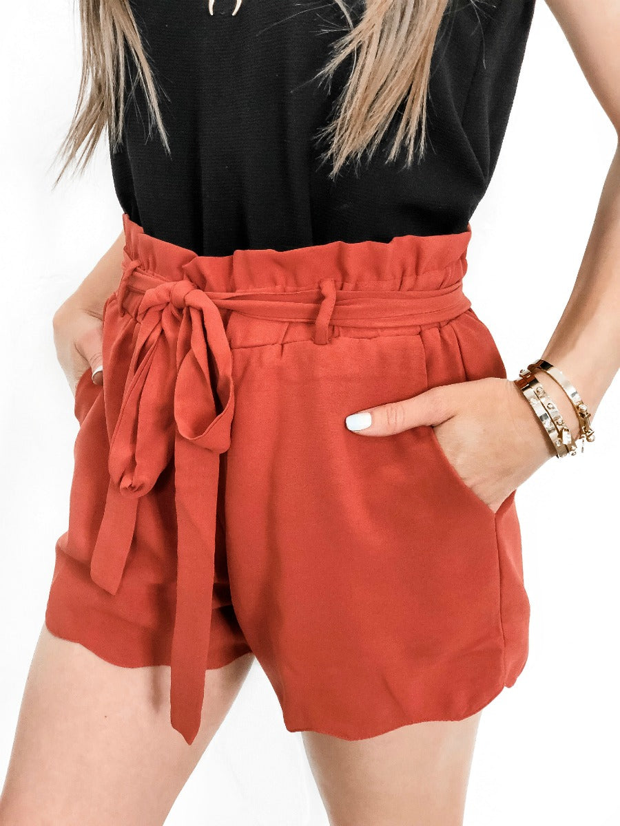 (2 colors) Scallop Tie Front Short
