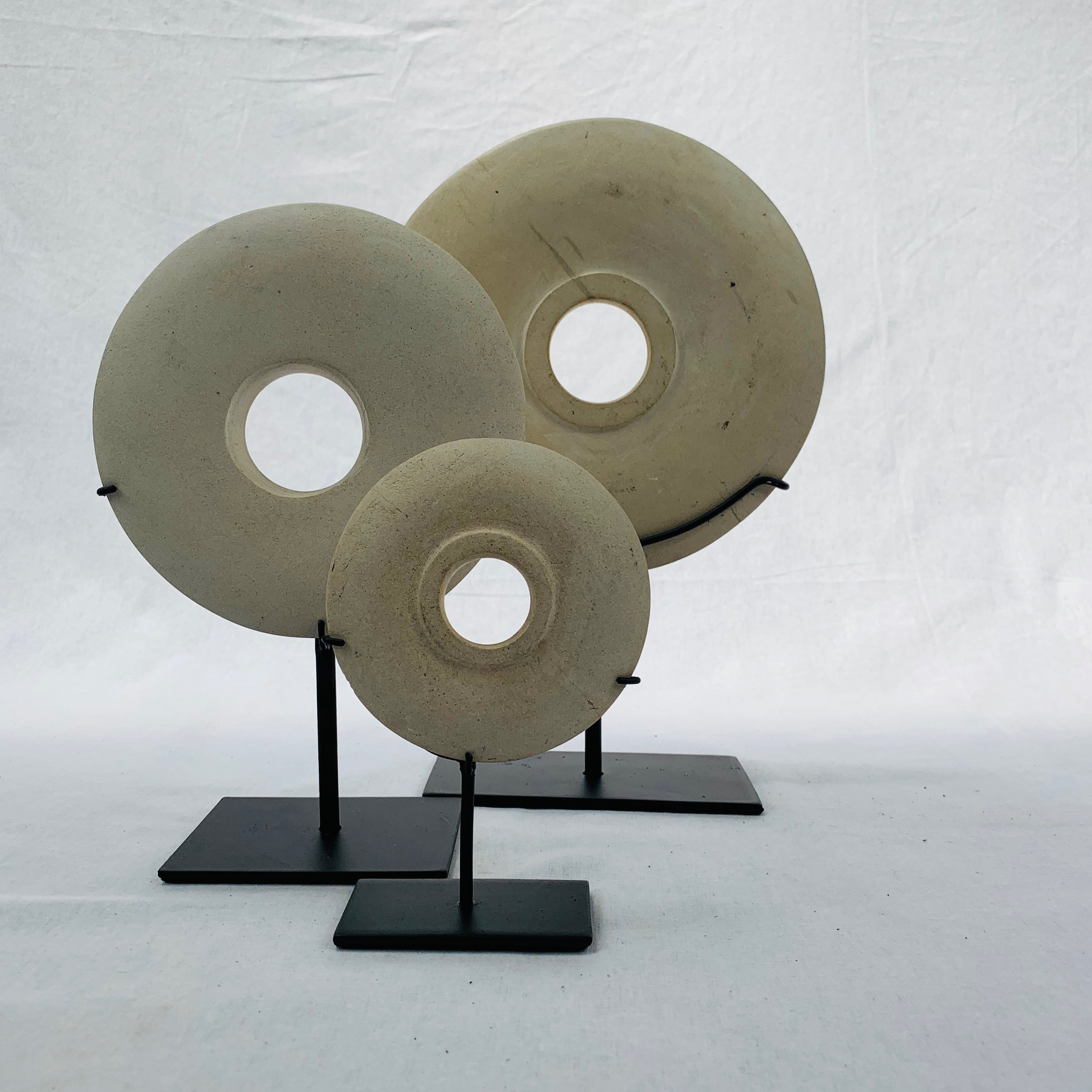 X SMALL STONE DISC ON STAND