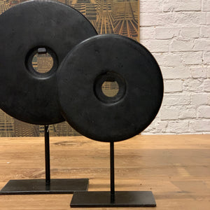 DECORATIVE MARBLE DISC ON STAND