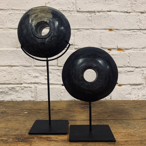 DECORATIVE POLISHED STONE DISC ON STAND