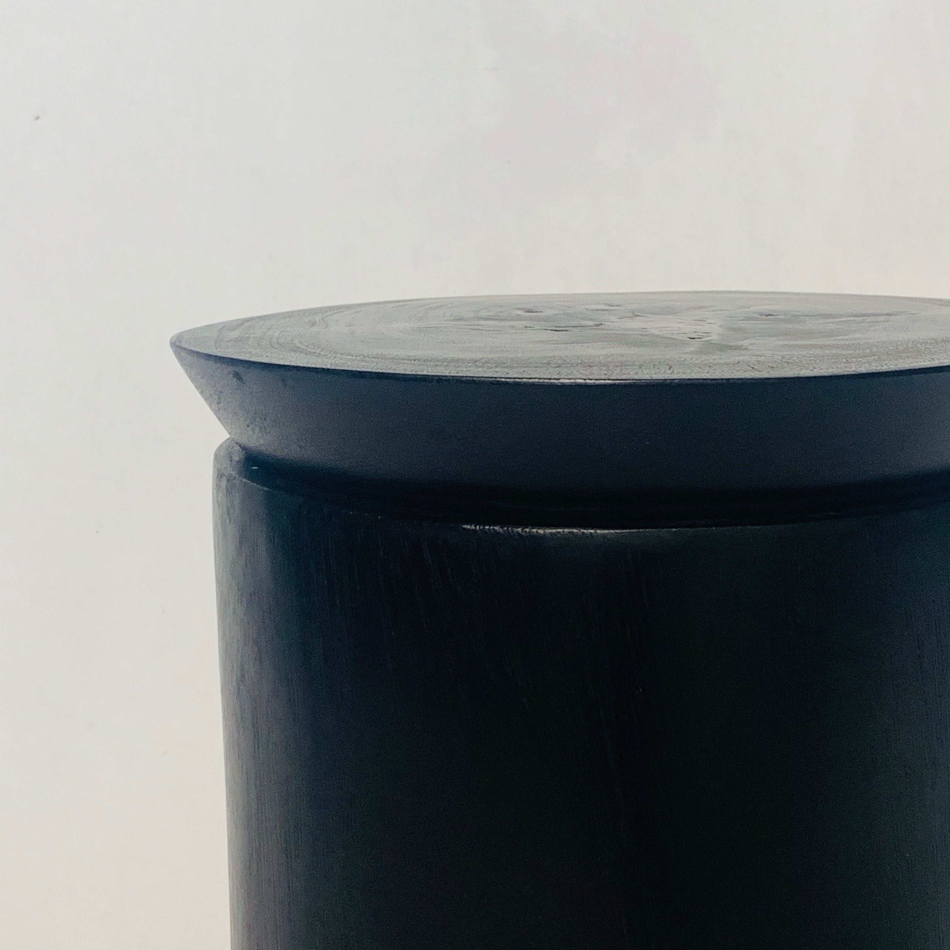 MEDIUM BLACK WOODEN POT