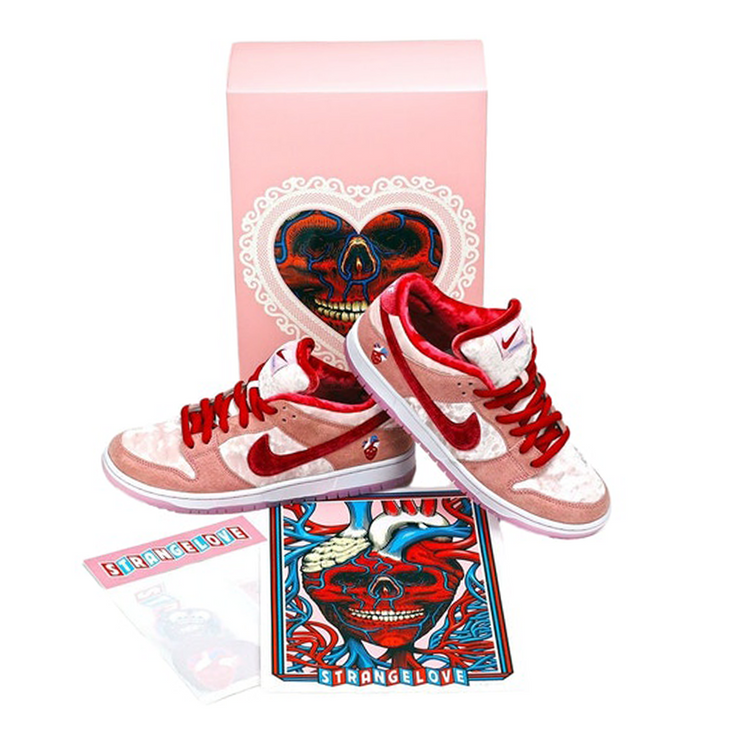 Nike SB Dunk Low StrangeLove Skateboards (Special Box)
