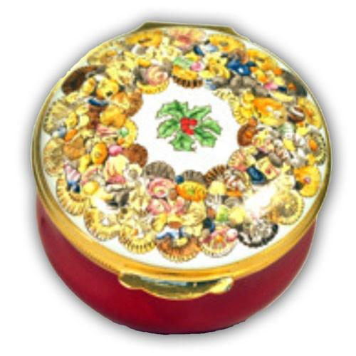 Christmas Shell Wreath Pill Box (Retired)