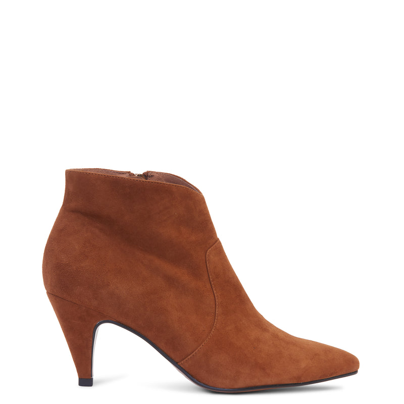 Adrienne Boot