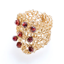 Load image into Gallery viewer, OVAL RING GOLD AND GARNET