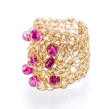 Load image into Gallery viewer, OVAL RING GOLD AND RUBIES
