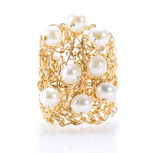 OVAL RING GOLD AND PEARLS