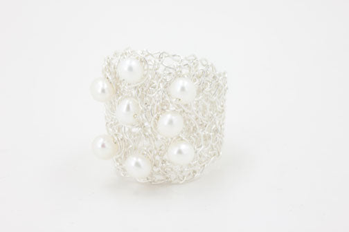 RING OVAL STYLE WITH PEARLS