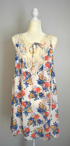 Sleeveless and Lace Floral Dress / Cover-up
