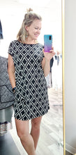 Load image into Gallery viewer, Black & White Tunic with Pockets