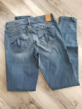 Load image into Gallery viewer, LEVEL 99 - Liza Skinny 5 Pocket Rocky Point Mid-Rise Jean