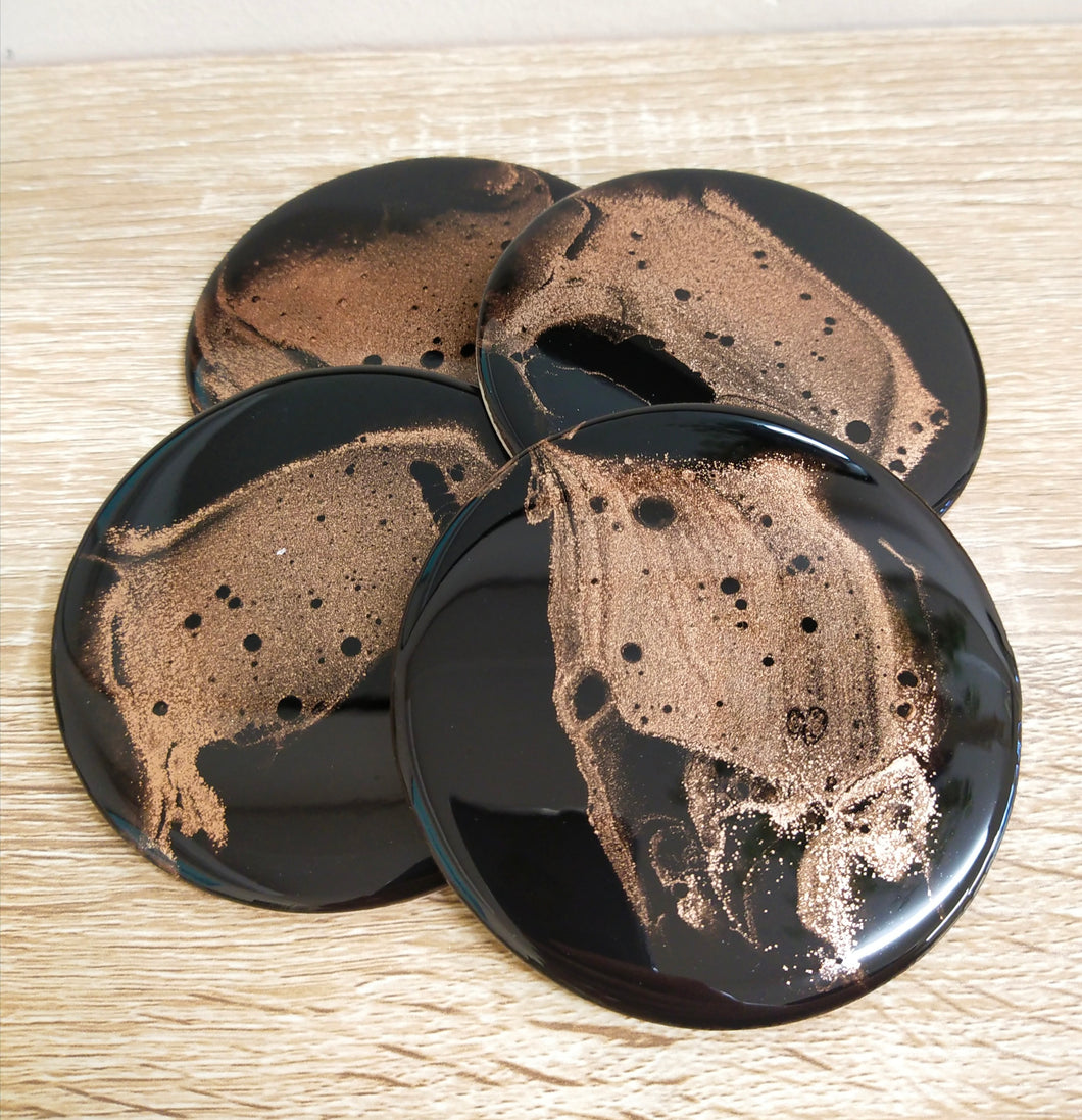 Black and gold - Set of round coasters