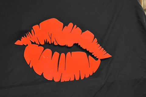 Red hot lips metal wall sign