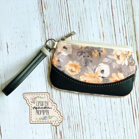 Basic Clutch Bag with Wristlet