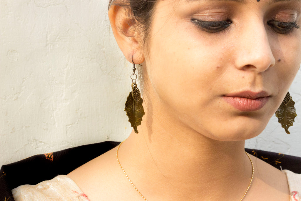 Antique Leaf Dangling Earring - Panigh