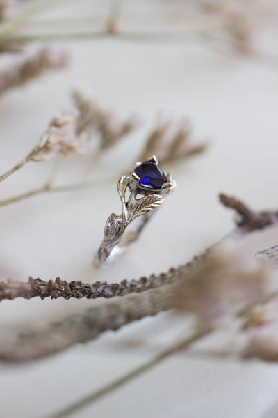 Trillion cut sapphire ring / Clematis