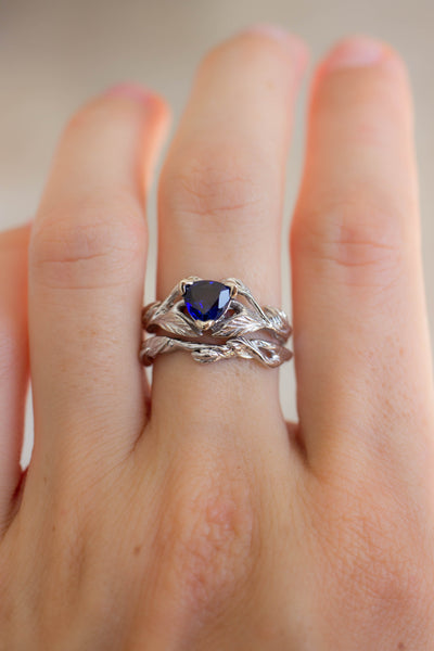 Wedding ring set with trillion sapphire / Clematis