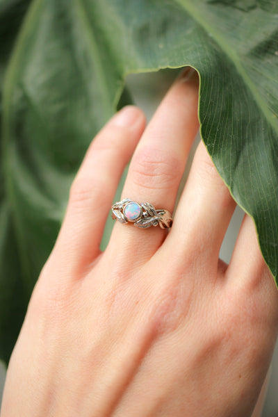 Opal and leaves engagement ring / Cornus round cabochon - Eden Garden Jewelry