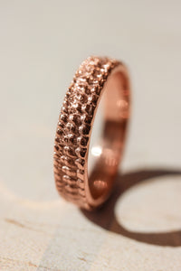 Textured crocodile's skin ring, 4 mm wedding band for woman - Eden Garden Jewelry