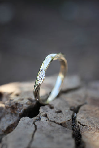 Twig ring with three leaves, nature wedding band