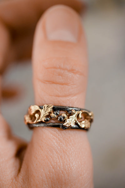 Wedding bands set, oak leaves rings, black and gold - Eden Garden Jewelry