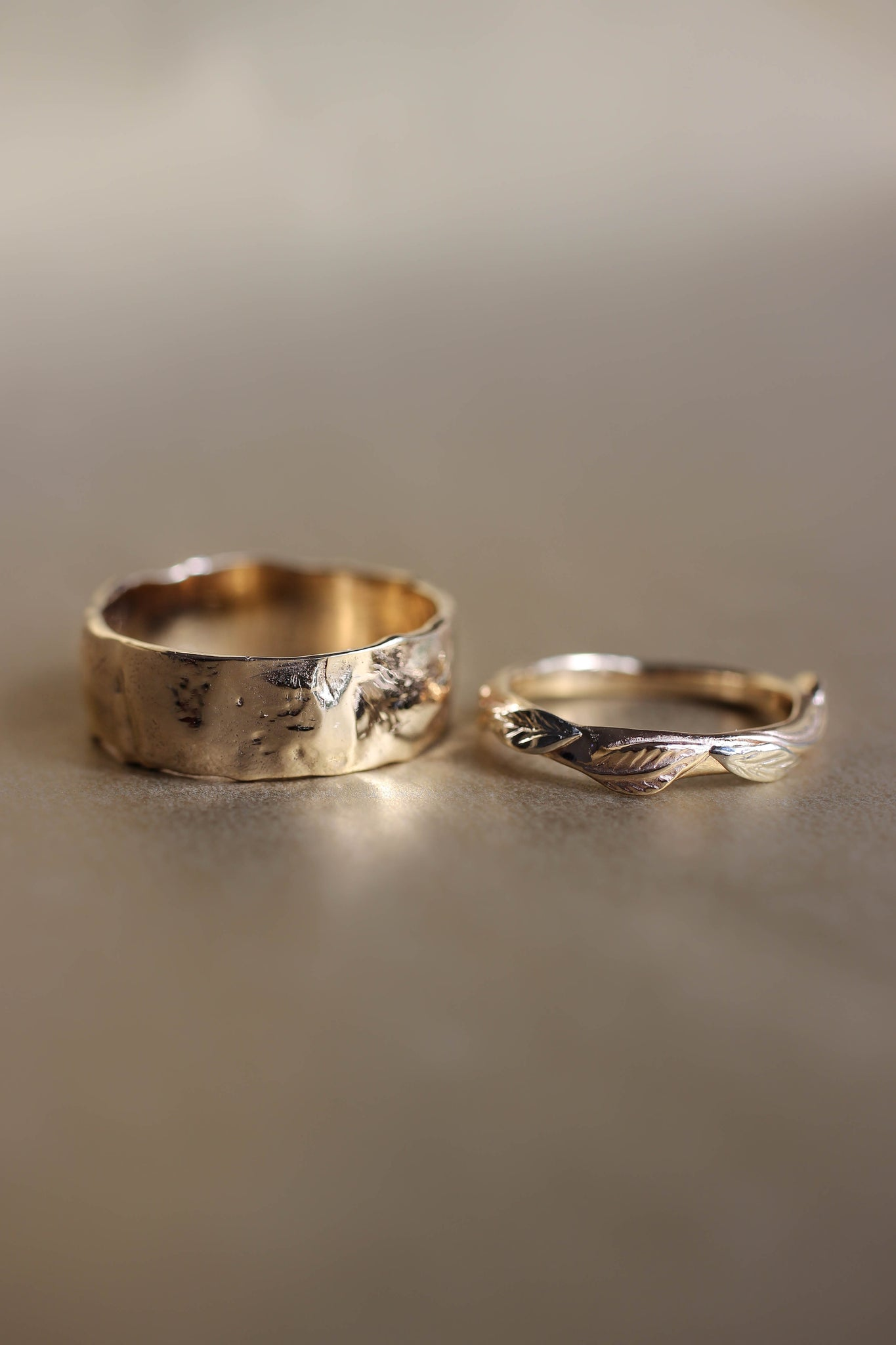 Rustic wedding bands set, gold nature rings for man and woman - Eden Garden Jewelry™