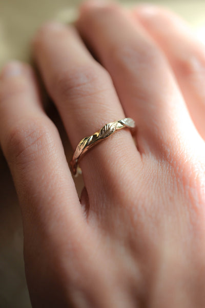 Twig ring with five leaves, wedding band for woman - Eden Garden Jewelry