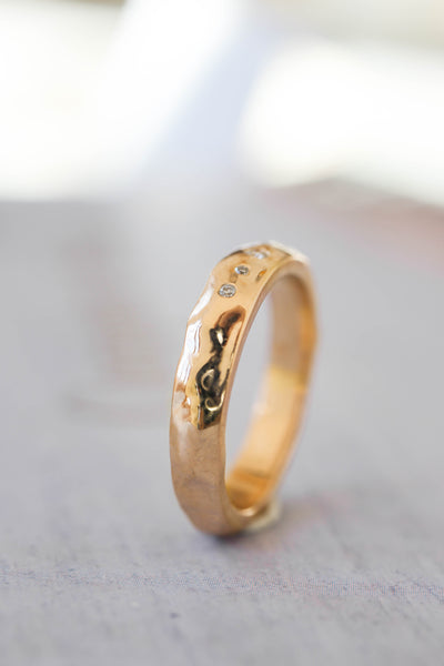 Organic wedding band with five diamonds, unisex ring - Eden Garden Jewelry™