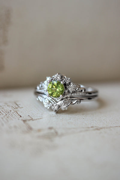 Bridal ring set with peridot and diamonds / Ariadne - Eden Garden Jewelry
