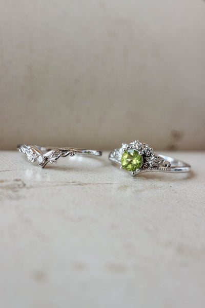 Bridal ring set with peridot and diamonds / Ariadne - Eden Garden Jewelry™
