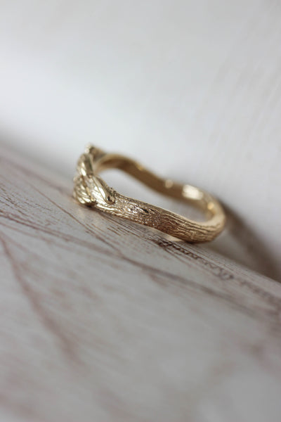 Tree branch wedding band for man, unisex gold ring - Eden Garden Jewelry