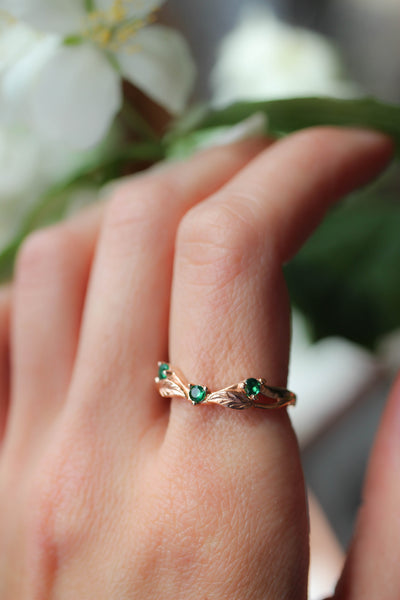 Curved wedding band with lab emeralds - Eden Garden Jewelry