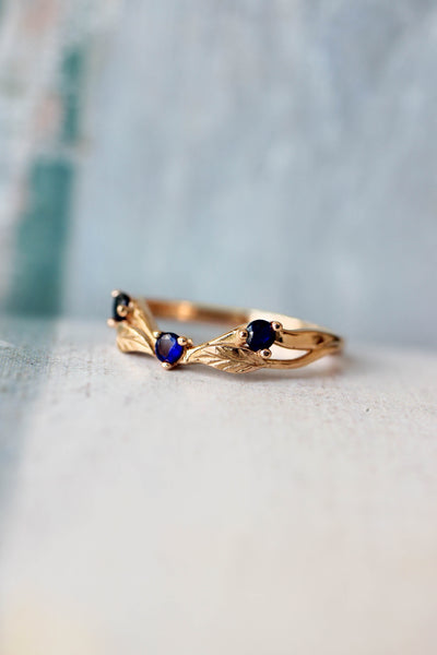 Curved wedding band with lab sapphires - Eden Garden Jewelry™